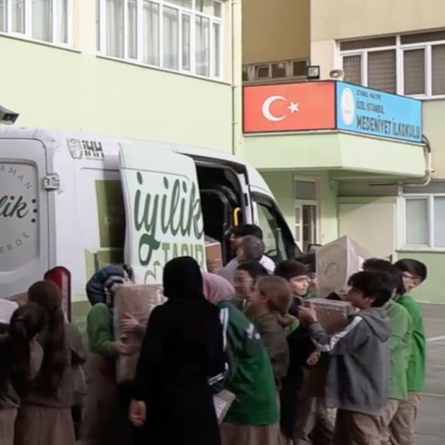 Öğrencilerden İdlib'e 71 briket ev 🏠