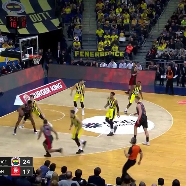 #repost @euroleague 🔥🔥🔥 - What a dunk by @24janvesely 👊🏻 - #vesely #janvesely #fenerbahçe #istambul #grobari #partizan #beograd #crnobeli #paok #partizanpaok #veselygrobar #euroleague #dunk #basketball