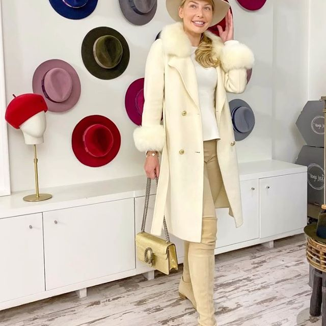Come hat shopping with me! Got my custom made hat from @byvanjajocic 🥰 I love it! Perfect for fall as hats elevate any outfits during the dull winter season! 🎩 Do any of you own any hats? If yes, what colors have you invested in? #schoolofaffluence #jetsetbabe #annabey Video & Commentary: @linahadid