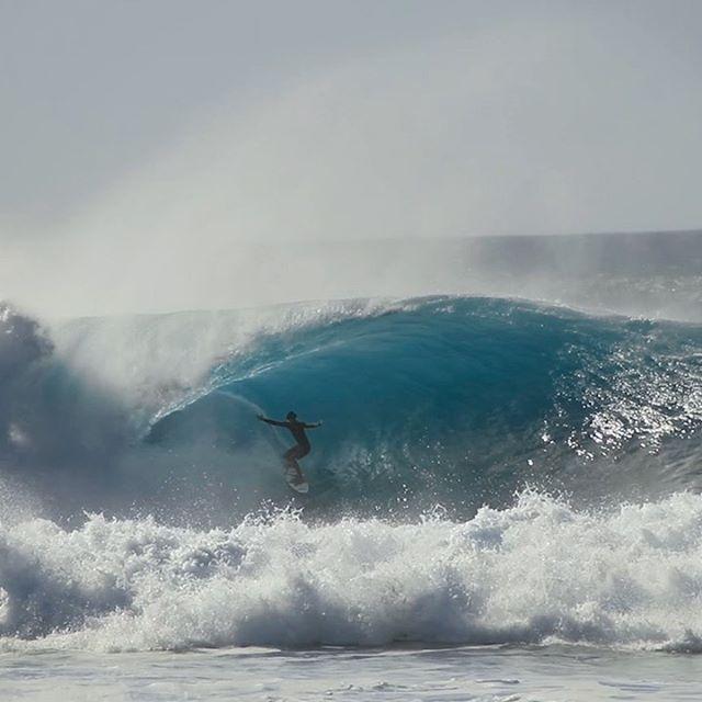 @noahbeschen on a bomb the other day🔥 #hawaii#oahu • • • • • • • • • • • • #nakedhawaii@nakedhawaii #hawaiistagram@hawaiistagram #hawaiiunchained@hawaiiunchained @visualambassadors@hawaiianairlines#hawaiianairlines#lethawaiihappen@gohawaii @hawaiinewsnow#Earth @earth #earth_shotz @earth_shotz @earthporm #earthporn #ournaturedays @ournaturedays #global_creatives @global_creatives #globeshotz @globshotz #speechlessplaces @speechlessplaces #timeoutsociety @timeoutsociety #traveleroftheweek #nakedplanet @nakedplanet #hnnsunrise#captureyourcreativity #earthpix @earthpix #peoplescreatives@thepeoplescreatives #bestvacations @bestvacations #beautifuldestinations #tiktok @beautifuldestinations@surfline #surfline