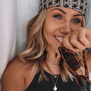 Jess • Travel & Outfit Inspo