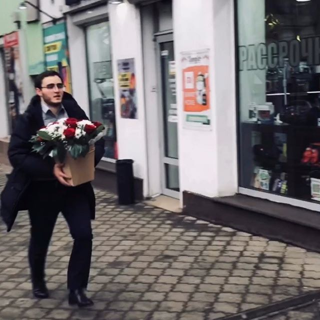 • Девушки, никто не хочет стать бизнесвумен?😂😂😂 • Решаем проблемы с демографией😎😎😎 • . . . . . . . • #crimea#simferopol#humor#video#fun#крым#симферополь#москва#видео#прикол#россия#приколы#смех#путин#смешно#смешноевидео#президент#юмор#комедия#парень#парни#девушка#девушки#цветы#цветок#букет#роза#розы#деньги#бизнес