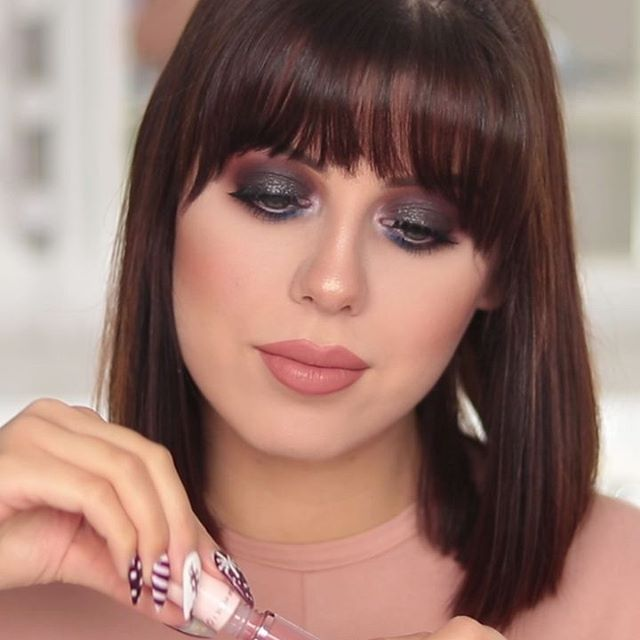 Gotowi na karnawał? Dzisiaj przygotowałam dla Was dwa makijaże wykonane kosmetykami @goldenrosepolska 💕 Pełen tutorial znajdziecie u mnie na kanale 💗  𝕱𝖆𝖈𝖊 Make-up Primer Mattyfing & Pore Minimising Total Cover 2in1 Foundation & Concealer in 02 Ivory HD High Definition Concealer no. 05 Long Wear Finishing Powder Contour Powder Kit Strobing Highlighter Palette 𝕰𝖞𝖊𝖘  Eyeshadow Primer City Style Face & Eye Palette in 02 Smokey Extreme Sparkle Eyeliner no. 102 Miracle Pencil Contour Lips & Brighten Eye Look Nude Look Full Vollume Definitive Mascara False Eyelashes no. 08 𝕭𝖗𝖔𝖜𝖘 Brow Color Tinted Eyebrow Mascara no. 04 𝕷𝖎𝖕𝖘  My Matte Lip Ink no. 02 Nude Look Natural Shine Lip Gloss in 01 Nude Delight  #goldenrose #goldenrosepolska #makeup #smokeyeyes #smokey #prom #prommakeup #blacksmokey #brownsmokey #popofcolor #bluemakeup #bluesmokeyeye #pantone2020 #pantone #sparklyeyes #makeupaddict #glow #wakeupandmakeup #undiscovered_muas #underratedmuas #flawlesssdolls #makeupforbarbies #makeupforbarbies2 #anastasiabrows #slave2beauty #slave2makeup #makeupartist #mua #makeuplover