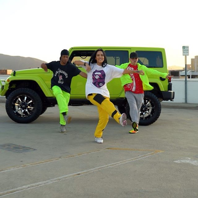 THE KIND OF ENERGY IM BRINGING ALL 2020 NO MATTER WHAT 🤮🍄    What y'all think? ⬇️ AND YES that's my slime baby Jeep 🤤   @louisdipippa @onlyonetyler    📹 @redllama.media    @ochodrippin . . . #youtube #bape #jeep #slime #fuckitup #hypedance #dancing #dancevideo #mood #2020 #jordan #nike #wearyourkicks #losangeles #la #hiphop