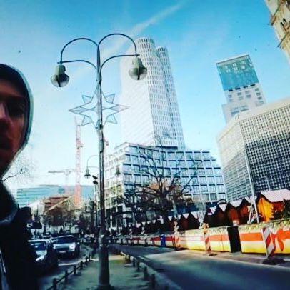 #berlin #berlincity #berlinstyle #berlintagundnacht #berlininstagram #berlin #berlinstreetart #berlinartist #yurtdışı #gezi #seyahat #travel #youtube #vlogger #vlogging #germany #deutschland #weichnachtsmarkt #livestream #live #almanya #almanyadakitürkler #berlincity #berlinstyle #berlinberlin #berlino