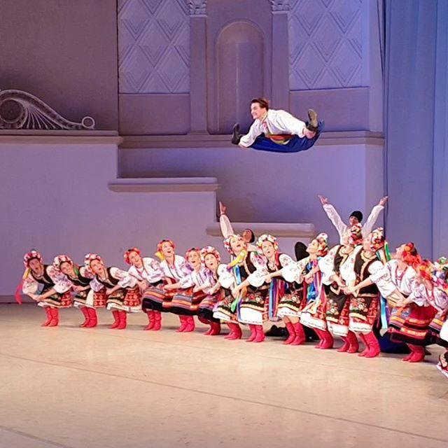 Финал одноактного балета «Ночь на Лысой горе» в программе концертов посвященных дню рождения Игоря Моисеева. #игорьмоисеев #ансамбльигорямоисеева #балетигорямоисеева #народныйтанец #культура #концерт #гопак #igormoiseyev #moiseyevballet #moiseyevdancecompany #dance #ballet #culture #art