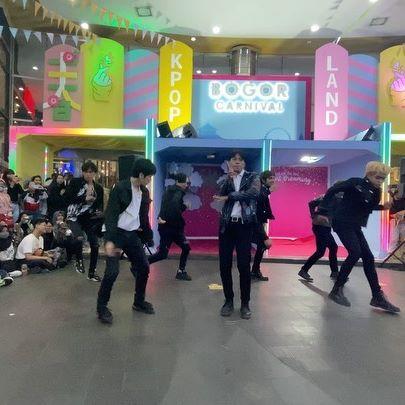 Sukses perform di BTM MALL BOGOR !  Siapa yang kangen Suju? Nih khusus kita bawain untuk para ELF ! thankyou semuanya udah nungguin performance dari Invasion DC , tadi rame banget parah pecah !! 🔥🔥 Maaf kalo ada salah kata dan tindakan dari pihak talent Invasion / crew , semoga bisa ketemu dilain waktu!  Stay safe and healthy yah!  TAG MEMBER SUJU !!! #superjunior #suju #superjuniorkpop #kpopindonesia #kpopdancecover #kpopdancecoverindonesia #kpopdcindo #dancecoverindonesia #dancecoverkpop #dancecoverjakarta #jakartakpop #jakartadancer #dancerindo #dancerindonesia #jktdance #jakartadance #dancerjkt