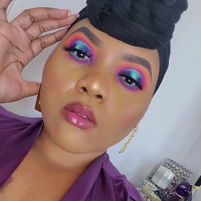 Makeup Details . . EYES @bblm_cosmetics Vybez Palette @juviasplace Zulu Palette  @jlaruecosmetics Pigment Teal Surprise @nyxcosmetics Full athrottle Shadow Stick in Cold Fear . .  BROWS @bblm_cosmetics 3-in-1 Brow pencil (coming soon) @juviasplace concealer in J13 to clean up .. FACE PRIMERS @Fentybeauty Pro Filt'r prime . . FACE @Beautybakeriemakeup Instabake Foundation 325 N @Beautybakeriemakeup FlourSetting powder in Plantain  @maccosmetics Mineralize Skin Finish Powder in Dark @thecrayoncase Contoursition notebook in Briki  @juviasplace concealer in number j13 @lagirlcosmetics pro concealer in espresso (To contour ) @_pulsebeauty Oasis Blush .. GLOW (HIGHLIGHTER) @thecrayoncase Honor Roll highlighter .. SETTING SPRAY @mariobeduscu Rose Water Facial .. ---------------- #thecrownbeauty