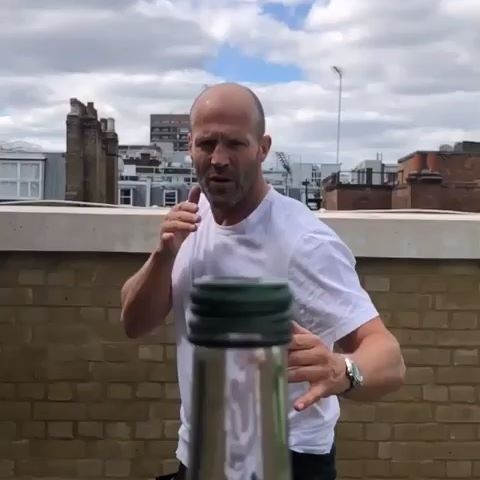 Coolest video of 2019... NO CAP! (Pun intended) 😂 #bottlecapchallenge #challengeaccepted  Video by @jasonstatham | #debonairsrow  Follow @debonairsrow for more #mensfashion, #luxury, and #lifestyle📸