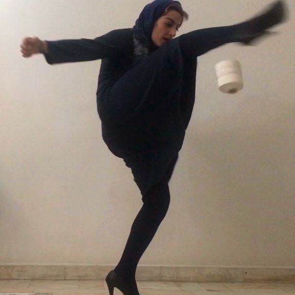 stay at home!!!!! پ ن:دوستاتونو تگ کنید و جایزه ای برنده نشید!😕❤️❤️❤️💙💙💙 #433 #433skills  #welivefootball #fifaworldcup #iran #tehran #persian #hosnamirhadi #love #highheels #likeagirl #power #football #futsal #freestyle #challenge #corona #stayathome #staysafe #fun #حسنامیرهادی #حسنا_میرهادی #فوتبال #فوتسال #تهران #ایران #مثل_دخترها