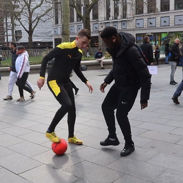 Quick nutmeg 😅🔥⚡️ What would you guys rate this out of 10? 👀⚽️ (Watch til the end for the reaction😂) #panna #nutmeg #football #futsal #soccer #london #public #bethespark #ldnmovements