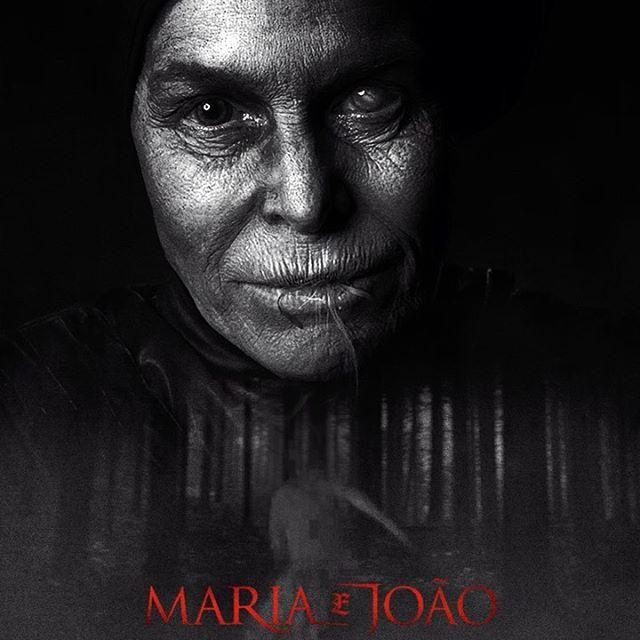 O mal assume muitas formas. Ainda bem que Sophia Lillis conhece todas elas. 🎈 Dia 20 nos cinemas, #MariaeJoão.