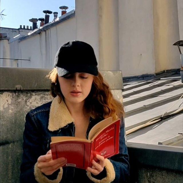 Lecture du lundi, quelques mots sages de Rilke ❤️📚📖 😼  #prenezsoindevous #etdevosproches #enrestant #chezvous #ensembleàlamaison #confinement  #togetherathome #stayhome #takecare