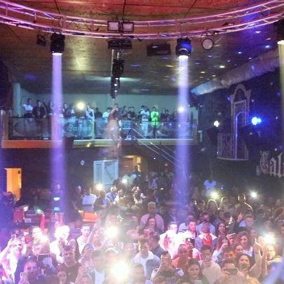 Segundo concierto del Sábado, gracias Villamartin (Cadiz) @discoteca_caleuche nos vemos pronto ❤️ @albiiav22 @makikidiez 🎥 @manuelchiaa