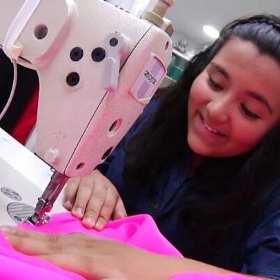 Estefany utiliza por primera vez una máquina de coser. Será que supera el reto? Mañana a las 9:30 am por @teleantioquia  #CuandoseaGrande #tv #tvinfantil #teleantioquia #moda #oficiostradicionales #modista #fashion #costume #retos #challenge #happy #fun #smile