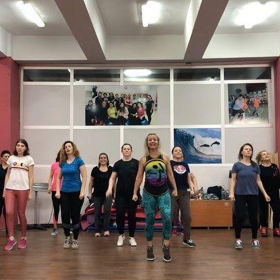 Keşan Belediyesi Zumba fitness kursumuzun enerjik mi enerjik üyeleri ile çekmiş olduğumuz ilk videomuz. Zumba kesinlikle bir dans çeşidi değildir. Biz zumba eğitmenleri dans öğretmiyoruz. Dansları aracı olarak kullanıyoruz. Bu yüzden neyi nasıl yaptığınız hiç mi hiç önemli değil. Sadece HAREKET ET, EĞLEN, STRES AT. İyi seyirler🙏❤️ Song: whistle&work  Choreo: @ecemozcanzes @pobegalovsergey  Song by: @hitz #soca #zumba #zumbafitness® #zumbalife #zumbahappy #liveclass #zumbaparty #zumbacommunity #zumbalove #zumbalive #zumbainstructor #zumbaturkey #zumbaturkeyy #zumbacrew #zumbadance #zumbagirl #zumbagirls #zincommunity #zininstructor #zin #zumbabeto #kesan #keşan #dans #dance @kesanbelediyesi @zumbawearturkiye #zumbawear @zumbawear @zumbakafasiturkey @zumbakingofturkey @zumbachoreos