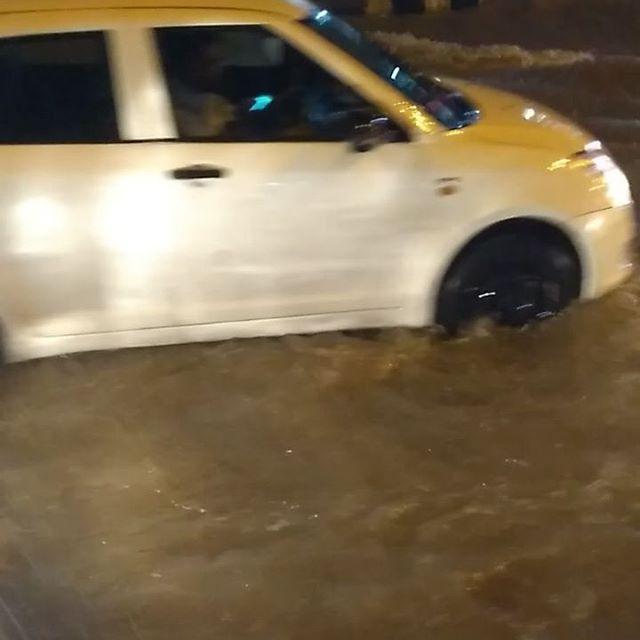 Right now #OMR #Sholinganallur Condition be like 🏊☔🌨️🌧️🌦️⛈️🏖️🏂🤽 #chennairain #chennairainshelp #chennai #chennaite #chennaimua #chennaidiaries #Chennaicloud #Chennaiflood #People #Car #Traffic #Transport #Tamilnadu #Dmk #Admk #Politician #Youngsters #News #Breaking @sunnewstamil @puthiyathalaimurai.official @vijaytelevision @itssujavarunee @harish_kalyan @rainstormchennai @raizawilson @kaajal_pasupathi @dudette583 @aravforever @bindu_madhavii @erumasaani @madrascentral_offl #Rain #Tamilbadu #India #conditioner