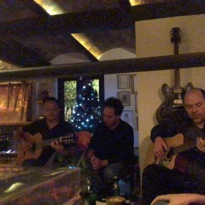 Volver a cantar en esta casa con amigos del alma a quienes no veía hace años. ¡La música y la amistad intactas! #SerFelizYDarseCuenta @pantojamusica @miguelramonguit @guandulc @santiagoroavargas #UnPocoMás #jam