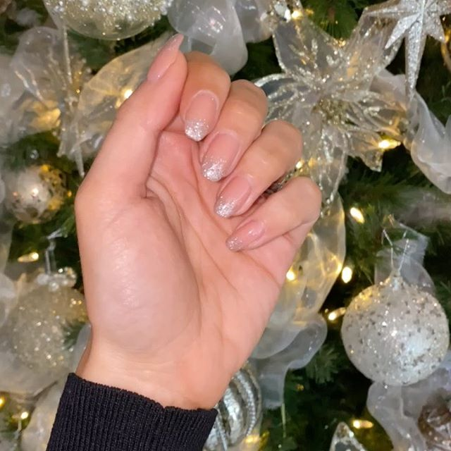 Festive Frosted Ombré on top of @cndworld 'Nude Knickers' for my Natural nails.  My wedding stack is crowned with my new @chupi heirloom 💍
