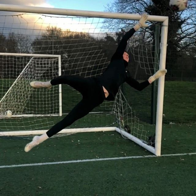 COMMENT SAVE 1️⃣ OR 2️⃣⁉️ #goalkeeper #goalkeepertraining