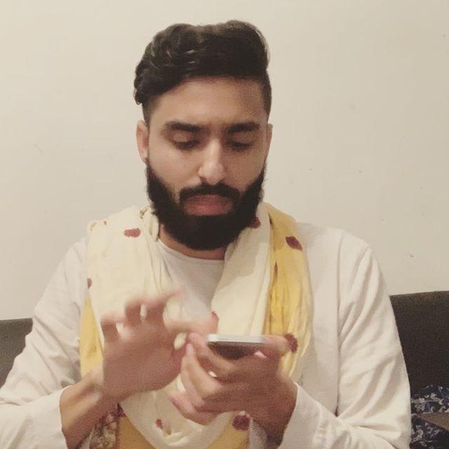 Some girls on Eid be like.. Who's friend is that?? 😭#EidMubarak