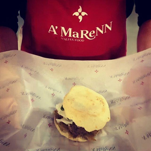"""Ihr habt euch gefragt was das Geschirrtuch """"maccaturo"""" für eine Funktion hat ?  Es umhüllt die köstliche Marenna und ist zurückzuführen auf eine alte Tradition Süditaliens. Schaut zu wie unser Koch 👨🍳 die Marenna verpackt und erfahrt mehr über unsere Geschichte unter www.amarenn.com  #amarenn #A'MaReNN #dolcevita #italianfood #foodlover #foodlove #marenne #streetfood #foodinnovation #yummy #maccaturo #tradition #southitaly #welovewhatwedo #passion #startupbusiness #napolifood #napolifoodblog #beilstein #ludwigsburg #stuttgart #0711"""