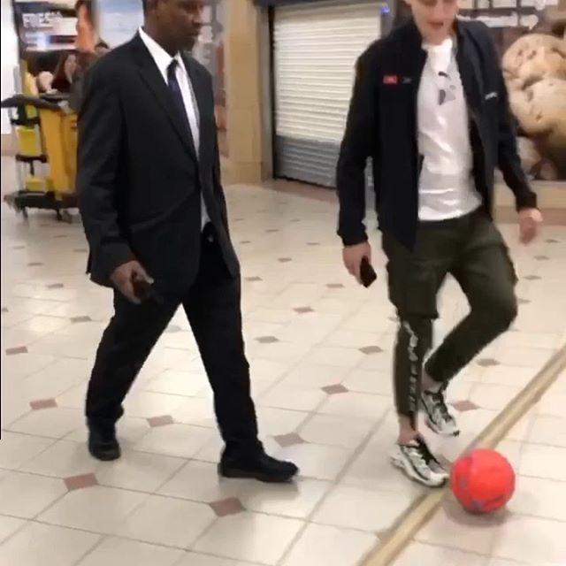 This is one way to tackle me 😰😭⚽️ Watch until the end ... 😂😂 #panna #nutmeg #football #futsal #soccer #foul #bethespark #brokenankle #ldnmovements