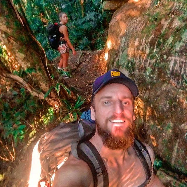 #tbt 🎶Eu e minhã gata perdidos na selva...🎶 . . #morrodobau #trilheiros #trilhandoemsc #trilheirossc #bau #trilhabdocomamor #trekking #trekkingcomamor