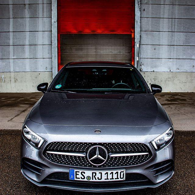 Produktplatzierung| Unterstützt durch @russjesinger 🌟 Die @mercedesbenz A-Klasse Limousine 🌟 Aus dieser Ansicht wirkt die A-Klasse sehr brachial. 🌟 Kaum zu glauben wie sportlich Mercedes-Benz in der Kompaktklasse unterwegs ist. 🌟 ----------------------------- ❌Look at this sporty front. One of the most beautiful fronts in the compact class. 🌟 ----------------------------- Wir wünschen euch einen schönen Abend🌟 Euer Benzvibes Team ♥️ ----------------------------- V177 A200 Sedan🌟 ----------------------------- Admins: @yavuz.tky & @umutoz.57 [Mercedes-Benz A200 Sedan | Kraftstoffverbrauch kombiniert: 5,1l/100 km | CO2- Emissionen kombiniert: 120g/km | http://mb4.me/RechtlicherHinweis/] #mercedesbenzhh #mercedes_amg #mercedeslovers #mercedeslove #amgperformance #c63 #amglove #amglovers #amglover #benzupyourfeed #affalterbach #affalterbachamg #onemanoneengine #homeofspeed #cla35 #aklasse #asedan #mbfan #mbberlin #mbfanphoto #mbfanclub #mbfans #a45samg #cla35amg #a45amg #mercedeslove #mbhotandcool #cla45samg #aclass #A35amg