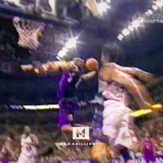 Hope you're enjoying #NBADunkWeek! The 🐐 of dunking was injured most of the 02-03 season. But even an injured VC could still do THIS (2003.03.04) - - - #vincecarter #torontoraptors #dunks