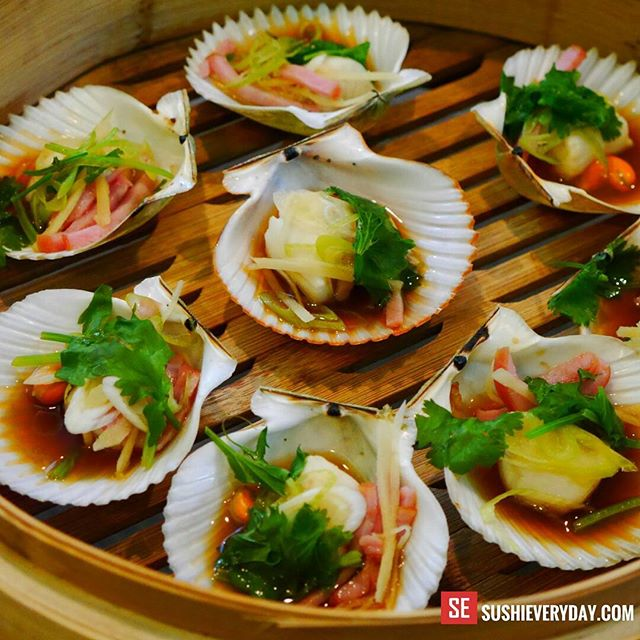 Steamed scallops with bamboo steamer! Crystal River Florida scallops.  #crystalriver #scallops #steamedfish #ilovecooking #seafoodlover #cookingtime