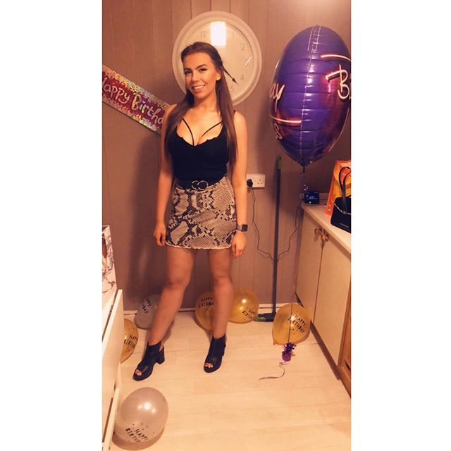 Saturday night was a blurrrrr 🍾💃🎈 • • • • • • • • #derby #girlsnight #predrinks #saturdaynight #revsdecuba #happy #balloon