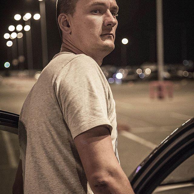 """Только если деваться некуда, тогда я еду ночью на машине. Всегда стараюсь избегать слепящих фар встречного потока, темных обочин и других """"радостей"""" сумеречной трассы. ⠀ А кто-нибудь любит ездить под луной? 🚙 🌕"""