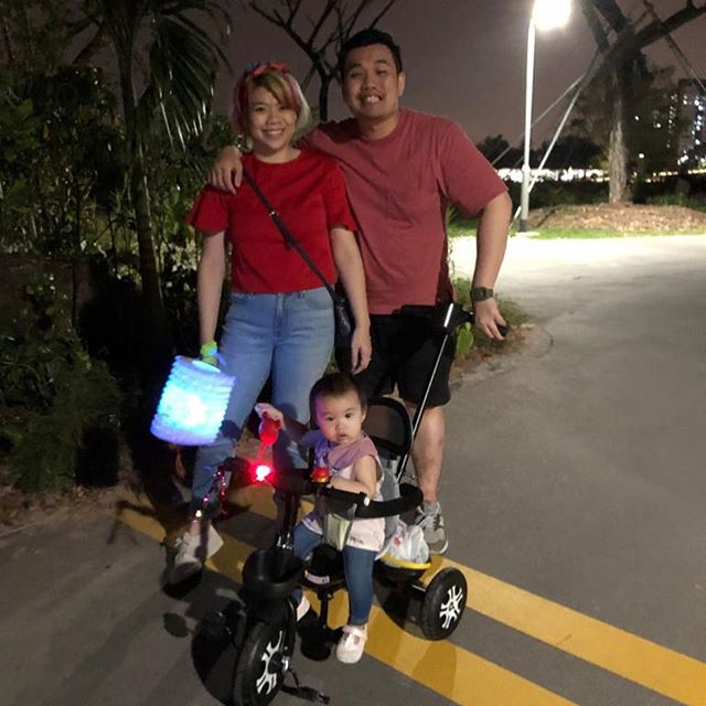 Happy mooncake festival ! Brought the spawn to Jurong Lake Gardens for a stroll with her first lantern. Do you know that lighted candles are not allowed in the garden? Everyone had to buy electric candle. It's so different from my era. Just another sign that I'm getting older.  #mooncakefestival2019 #juronglakegardens #凯朗家庭  #sgfamily #sgparents #sgmum #sgdad #sgmummy #sgmommies #momblogger #sgmombloggers #momfluencer #ilovemyfamily