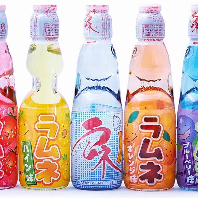 Il fait chaud, heureusement les Ramune (limonade japonaise) sont là pour se rafraîchir !  Présente sur www.otakucorp.com  #ramune #limonade #japon #japonaise #boisson #nourriture  #bonbon #otakugirl #otaku #otakucorp #japan