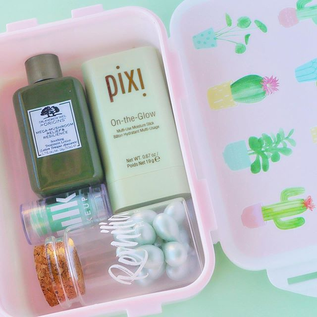 skincare lunchbox packed with greens 🥬 ft some @origins, @milkmakeup, @pixibeauty + @remiliahair. again, inspo for these kind of shots are from my fave @milkyafternoon 🥰 _________ #skincareessentials #skincarecommunity #skincareprogress #skincareinfluencer #skincarejunkie #skincarethread #skincareloves #selfcare #selflove #beautyskincare #kbeauty #milkmakeup #origins  #beautyphotography #cuteflatlay #colourfulphotography #pixiloves #skincarephotography #contentcreator  #pixibeauty #amroutine #ukblogger #discoverunder5k #creative #cute #productphotography #creativecontent