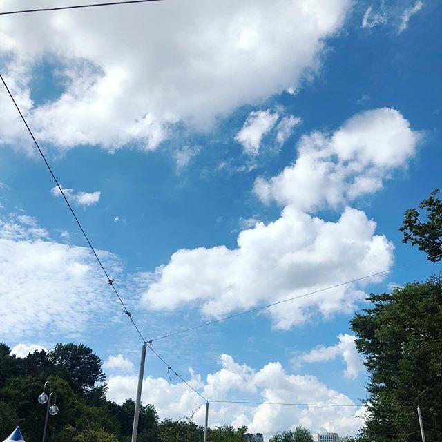 오늘따라 구름도 많고 하늘색도 이쁘고..!! #구름 #하늘 #하늘사진 #이뻐