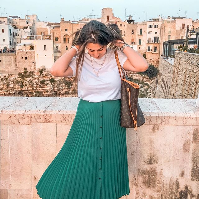 Hakuna Matata! • • • • • • •  #igerspuglia #igersbari #21buttons #21buttonsitalia #igpuglia #fashiongirlstyle #italianinfluencer #outfitgirl #bloggeritalia #nonveniteinpuglia #igersinposa #igersitaly #igersitalia #lavitainunoscatto #italy_creative_pictures #best_worldplaces #italia_dev  #map_of_europe  #destination_italy #polignano #polignanoamare