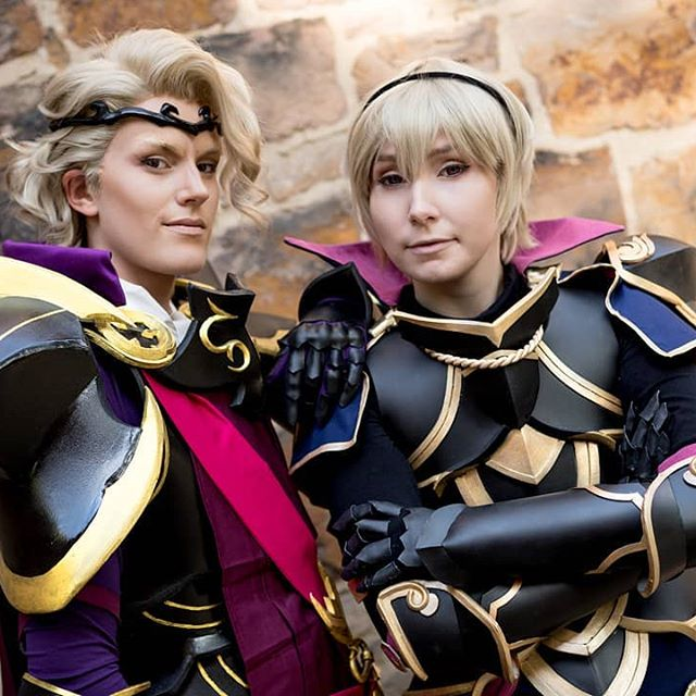 I was so happy to cosplay with @crashcosplay again. Always best Big Bro. 😭💕 Thank you for the great day. 🙏🏻✨ 📸: @timetravellingprincess, 🖱: myself #fireemblemcosplay #fecosplay #xandercosplay #leocosplay #fireemblemfatescosplay #Princeleo #princexander #fireemblem #fireemblemfates  #fefates