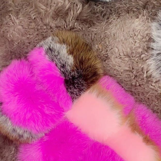 Go over to @glamafy_herr and cop your super fluffy fur slides you won't regret it