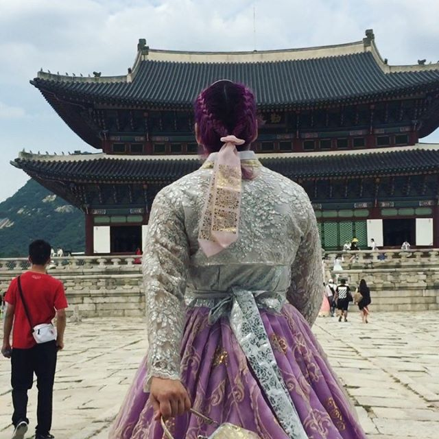 """Spent the day in these beautiful traditional dresses roaming around the palace. You can rent a """"hanbok"""" for about $10 in the area and they will help style your outfit and hair. You also get free entry into the palace when you dress up 👗 #seoulkorea #gyeongbokgungpalace #hanbok #hanbokdress #purplehair #articfoxhaircolor"""