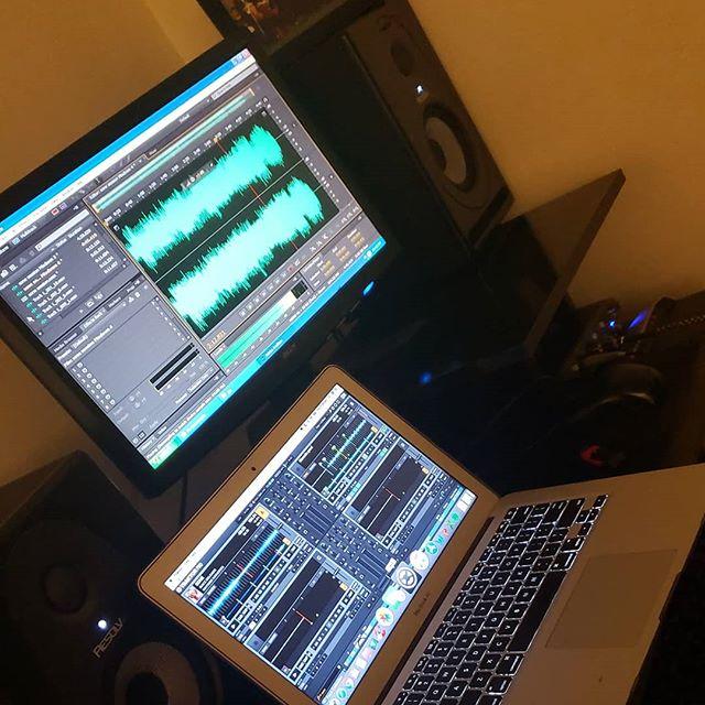 El trabajo más pesado😓 pero cuando uno ve el resultado final es tremenda satisfacción #music #estudiodegrabación #grabacion #gorocastillo #horasdetrabajo #miamimusic #pianista #percusionista #recordingstudio