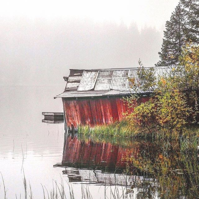 Such a beautiful setting @johan.lundqviist!  #escapeandwonder #outdoorspaces #falltimes #thisisautumn #elementsofwild #fallaesthetics #autumntimes