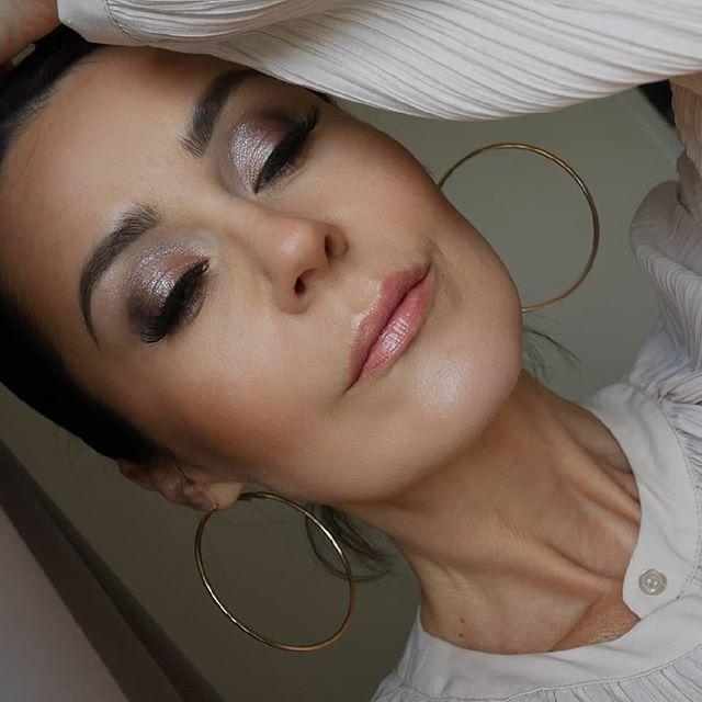 Neutral wedding makeup ✨  #bridalmakeup #weddinginspiration #weddingmakeup #glitteryeyeshadow #glamlook #glam #glowmakeup #neutralmakeup #nudemakeup #therapybymakeup #makeup #makeupaddcit #selfie #styleover40 #polishblogger #polishwoman