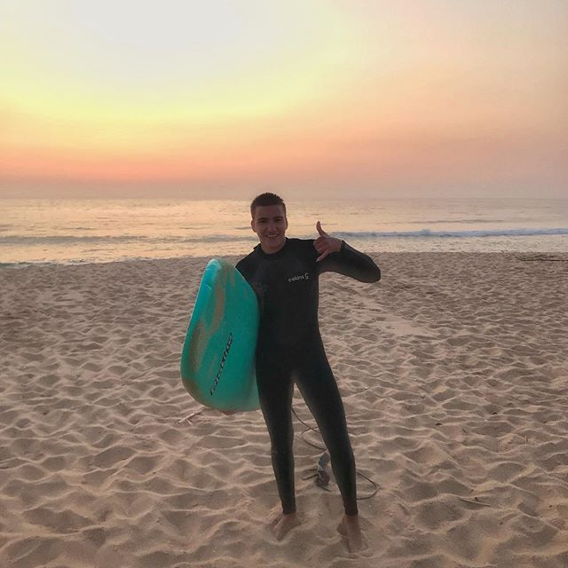 first surfer with short hair 🏄🌴