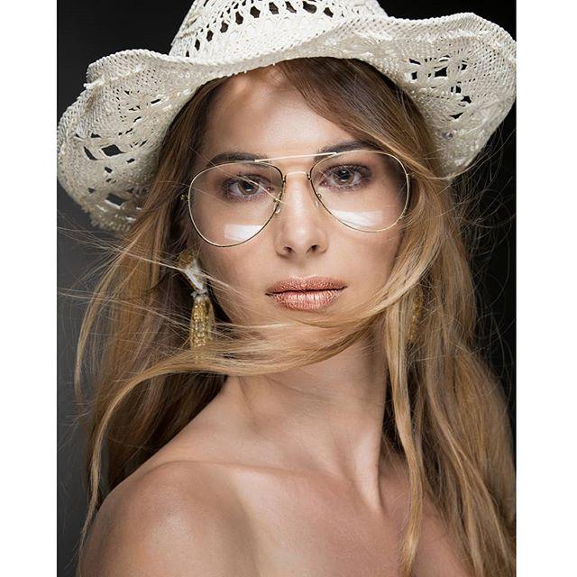 Sun Goddess Model: @chiara_gaviraghi  Makeup:@gracho_mua  Hair: @doriana_depinto_makeupartist  #sungoddess #sun #goddess #portrait #ritratto #beauty #beautyshooting #makeup #mua #shootingmilano #hat #skin #cappello #look #photo #photoghaph #fineartphotographer #fotografomilano #fotografo #precotto #godox @godoxusergroup @godox_photo_equipment