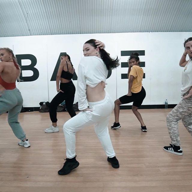 HOW YOU WANT IT❓ @teyanataylor . . SO happy to be back learning from my fave @sammileejayne ❤️ . Choreography by - @sammileejayne  Videography by - @iamnowcreative @melycrisp . #dancer #london #sljchoreo #commercial #teyanataylor #howyouwantit