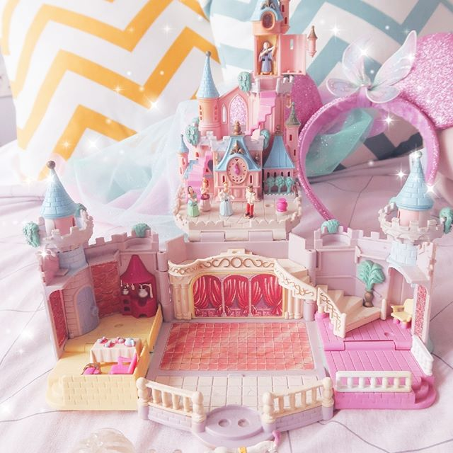 Can't be at the big castle so I'm making do with the little one at home! How do you get your Disney fix when you're away? I like to catch favourite movies and dress up my home with my favourite things. Like this Polly Pocket Cinderella castle! ⠀ I'm thankful I still have my old Polly Pocket collections cause they really have the amazing ability to bring out a sense of nostalgia - makes me feel all warm and fuzzy :D ⠀ ⠀ Also, let me know if you still have your Polly Pockets! I'd love to exchange photos!⠀ .⠀ .⠀ .⠀ .⠀ .⠀ .⠀ .⠀ .⠀ .⠀ .⠀ .⠀ .⠀ .⠀ #mydisneyhome #mydisneyside #disneymerch #disneywayoflife #disneysingapore #disneyhome #disneyathome #disneystyle #disneyaddict #disneymagic #disneylove #disneylife #disneygram #ohmydisney #wdw #pollypocket #cinderellascastle