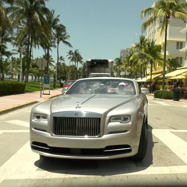 You want to drive this amazing Rolls Royce? Click in link bio to watch our new video. If you visit Miami it's really easy to do it!!! • • • • @wearemiamibeach @try_shia #wearemiamibeach #rollsroyce #rollsroycephantom #rollsroycedawn #rentluxurycars #luxurycars #luxurycarsofmiami #rentferrarimiami #miami #miamibeach #miamilifestyle #oceandrive #wynwood #brickell #downtownmiami #florida #southflorida