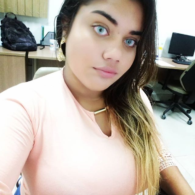 O segredo para ser feliz é aceitar o lugar onde você está hoje na vida, e dar o melhor de si todos os dias.  #hi #like #photography #photo #compesa #agradecersempre #agradecimento #recife #pernambuco #felicidade #happy #live #rosa #azul #linda #bealtiful #make #makeup